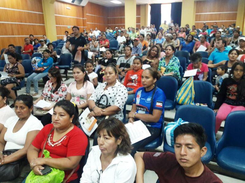 Reunión de la Asociación de Comerciantes Nuevo Renacer de Tarqui, en el Patronato municipal de Manta. Manabí, Ecuador.