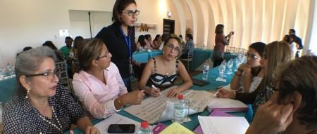 Un grupo de juezas de violencia intrafamiliar, actualizando conocimientos en un taller desarrollado en Manta. Manabí, Ecuador.