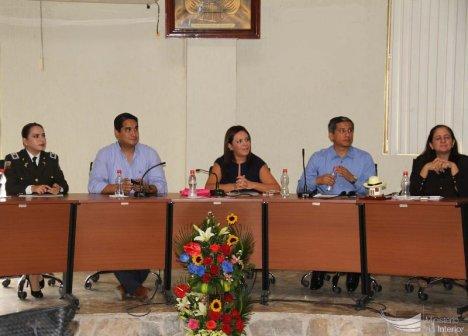 La Mesa de Autoridades presidida por la ministra Ledy Zúñiga.