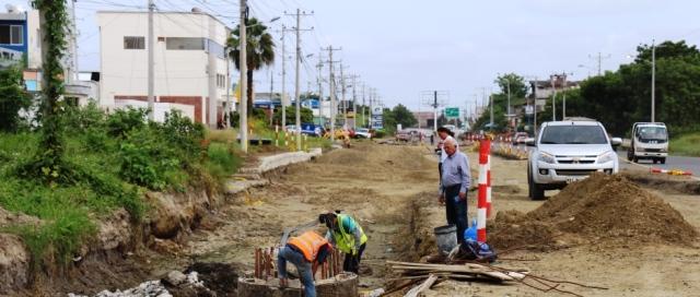 Reconstrucción de la vía principal que comunica a la Ciudadela El Palmar de la ciudad de Manta. Manabí, Ecuador.