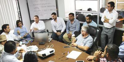 Reunión técnica entre funcionarios de la EPAM y del GAD municipal de Montecristi. Manabí, Ecuador.