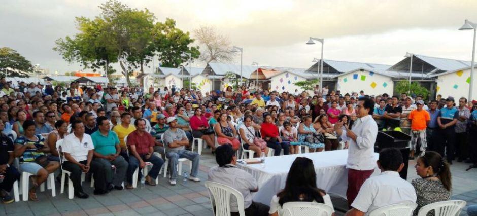 Reunión entre el alcalde cantonal y los comerciantes de la zona comercial Nuevo Tarqui de Manta. Manabí, Ecuador.