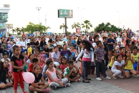 Celebración por el Día del Niño en la Plaza Cívica Eloy Alfaro de Manta. Manabí, Ecuador.