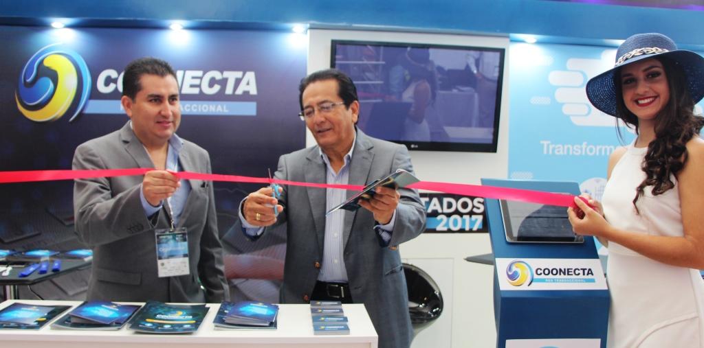 """Alcalde de Manta inaugura """"Coonectados 2017"""" de las cooperativas de ahorro y crédito. Manabí, Ecuador."""