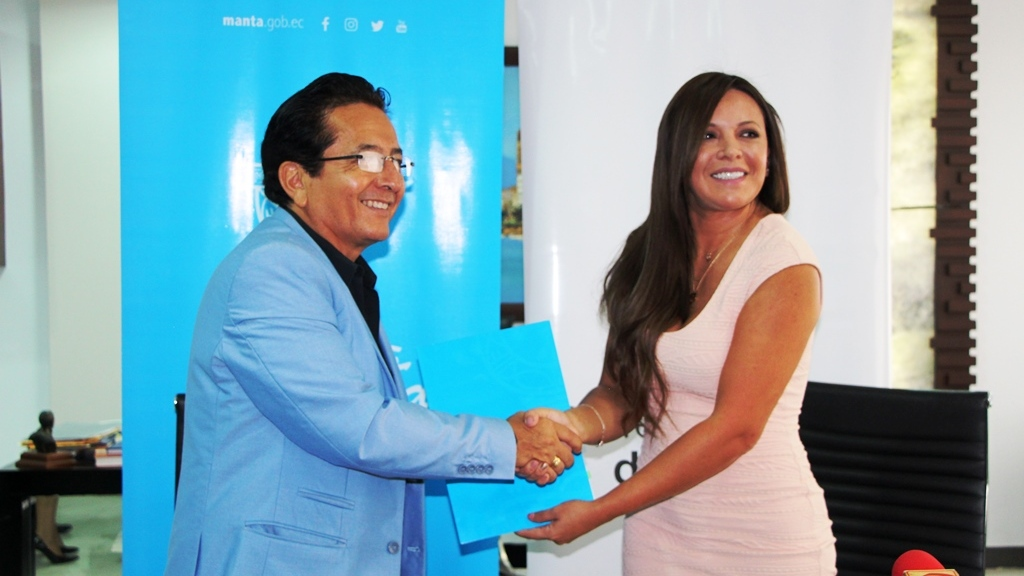 El alcalde de Manta Jorge Zambrano y la secretaria técnica de drogas Leydi Zúñiga. Manabí, Ecuador.