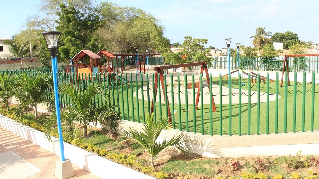 El remozado parque recreativo del Barrio 5 de Junio de Manta. Manabí, Ecuador.