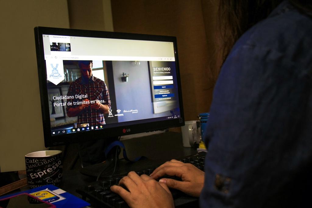 """Página web """"Ciudadano Digital"""", para trámites municipales en Manta. Manabí, Ecuador."""