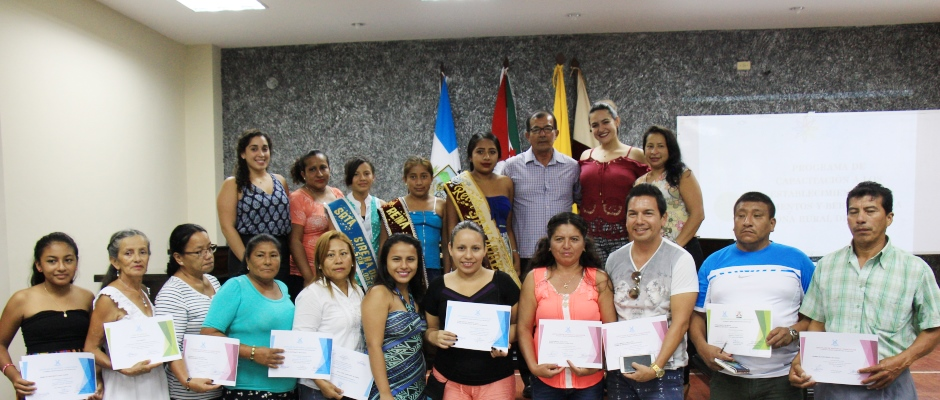 Clausura de curso turístico para operadores de restaurantes en zona rural de Manta. Manabí, Ecuador.