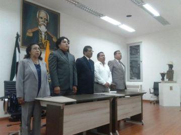 Las autoridades que presidieron la sesión conmemorativa.
