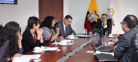Funcionarios de UNICEF y del Consejo de la Judicatura de Ecuador, en reunión de trabajo en Quito.