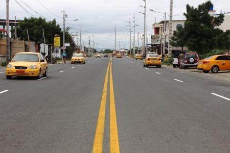Vía Interbarrial de la ciudad de Manta, recientemente remozada. Manabí, Ecuador.