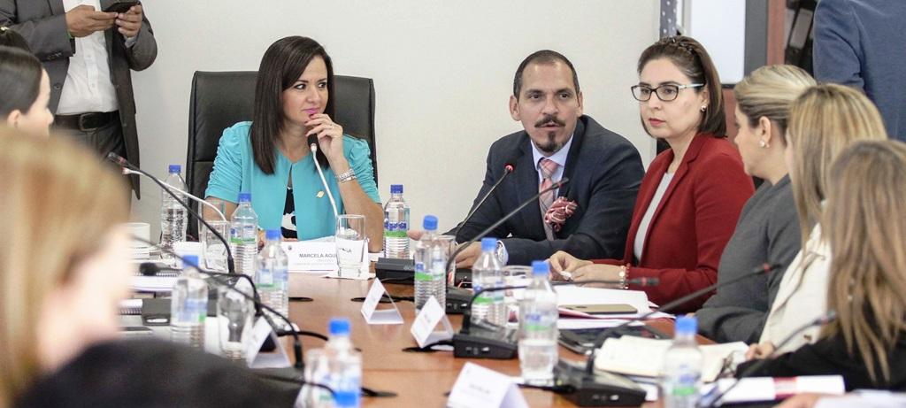 Dos vocales del Consejo Nacional de la Judicatura exponen en la Comisión Legislativa de Justicia sobre las reformas al Código de la Niñez. Quito, Ecuador.