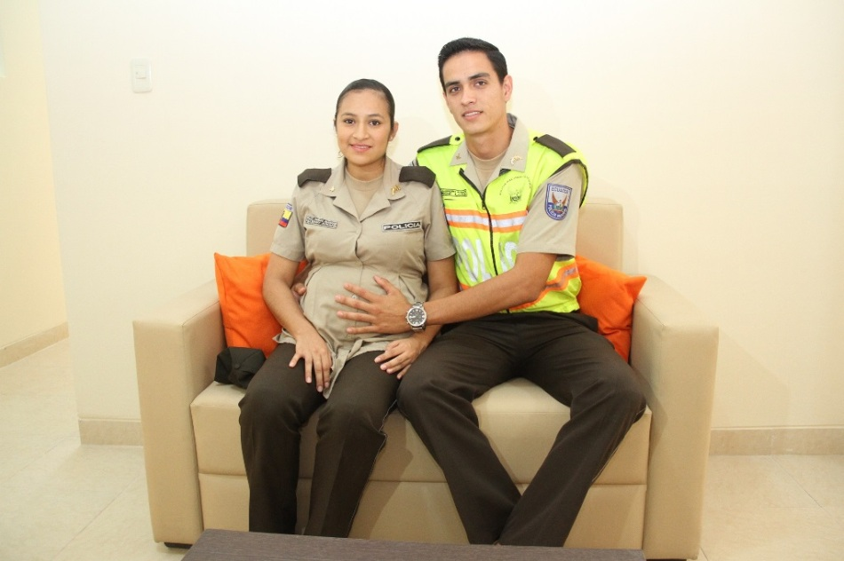 Glennys y Jorge, policías en vivienda fiscal