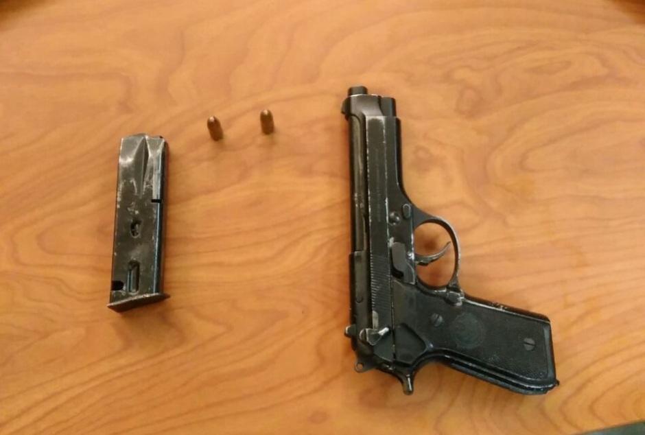 Arma de fuego decomisada en Manta.