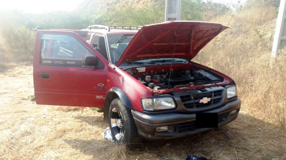 Camioneta recuperada por la Policía en el sector El Aromo del Cantón Manta.
