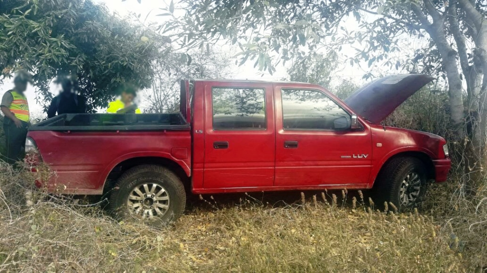 Camioneta recuperada por la Policía Nacional en el sitio El Aromo del Cantón Manta.