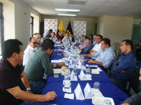AME de Manabí y el presidente del Comité de la Reconstrucción, reunidos en sesión en la ciudad de Portoviejo.