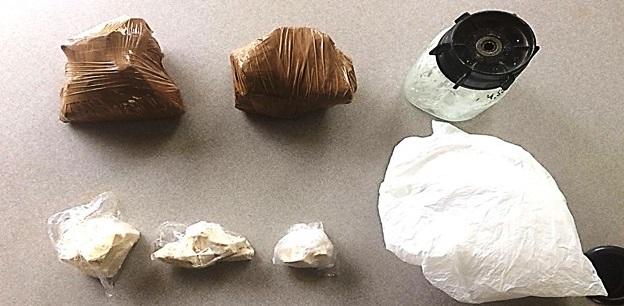 Paquetes con droga prohibida decomisada en la Ciudadela Pacheco, Portoviejo.