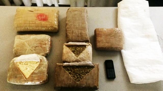 Paquetes con droga prohibida decomisada en Portoviejo por la Policía Nacional.