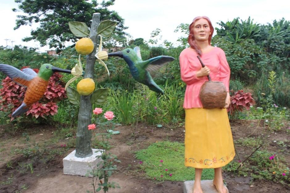 Escultura el Colibrí
