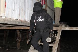 Cómo visten y se equipan los policías destinados a misiones peligrosas.
