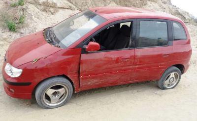 Automóvil Hyundai Matrix recuperado por la Policía en la ciudad de Manta.
