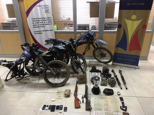 Estas cosas fueron tomadas por la Policía como evidencias de un delito descubierto en Chone.