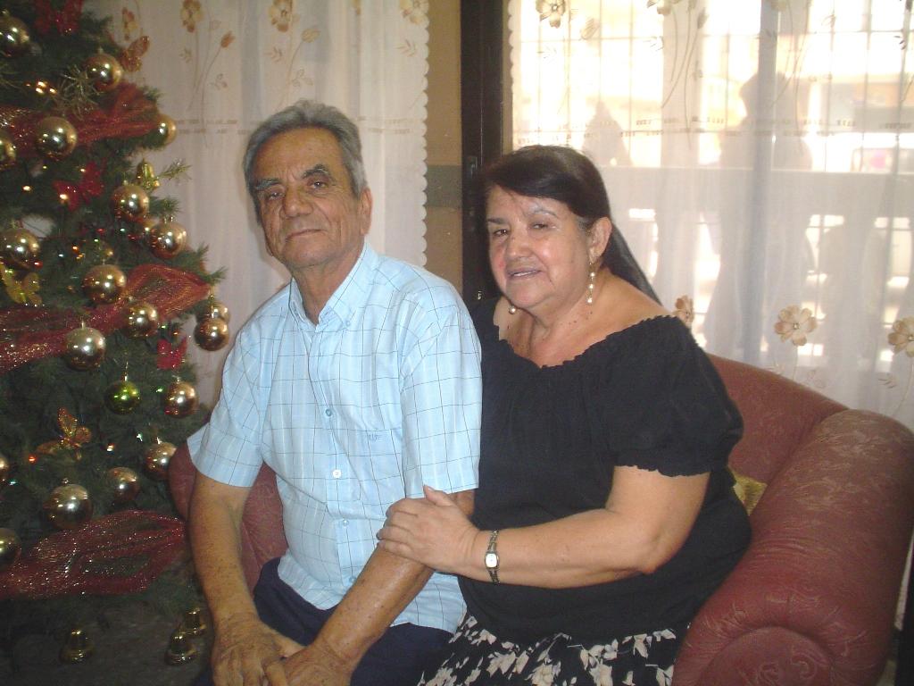 John Cuadros Pazmiño, acompañado de su esposa Guadalupe del Carmen Romo Proaño.