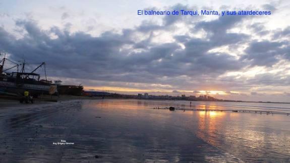 Este es un atardecer en el perfil costero de la Parroquia Urbana Tarqui, Manta.