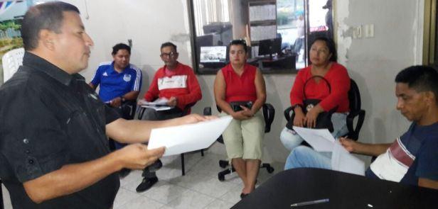 Miembros del personal que hace la gestión operativa de los huertos urbanos de Manta impulsados por el Municipio local. Manabí, Ecuador.