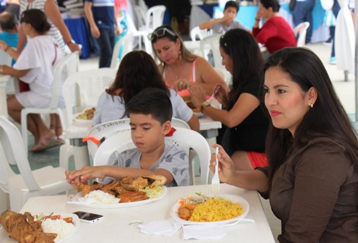 Aspecto general del Festival del Camotillo en el Parque del Marisco de Tarqui, Manta. Manabí, Ecuador.