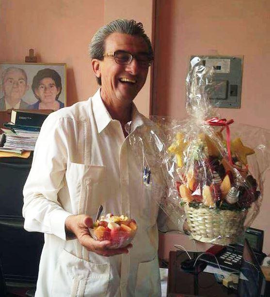 El abogado Pablo Ignacio Cornejo Zambrano comparte un instante de felicidad en Manta. Manabí, Ecuador.
