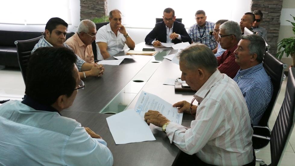Alcalde de Manta y transportistas de pasajeros acordaron nuevas reglas para la operación de autobuses intercantonales. Manabí, Ecuador.