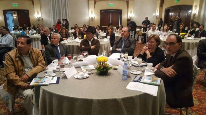 Conversatorio sobre iniciativas manabitas para enfrentar el cambio climático en Ecuador. Quito.
