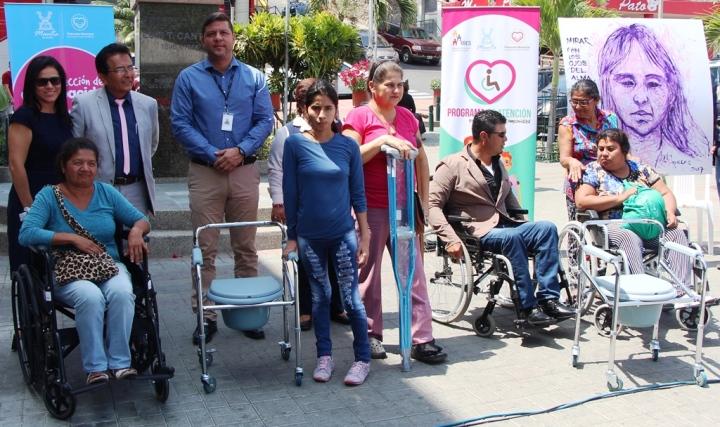 Personas discapacitadas de Manta reciben ayudas técnicas gestionadas por la Administración municipal. Manabí, Ecuador.