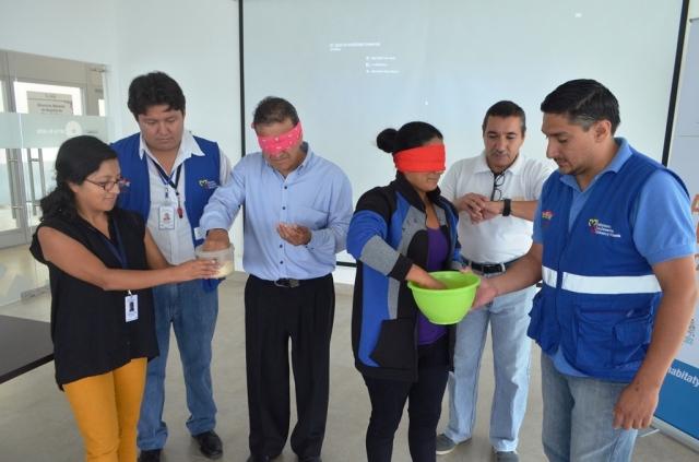 Para entender el tema de accesibilidad universal se realizaron varios ejercicios. Manabí, Ecuador.