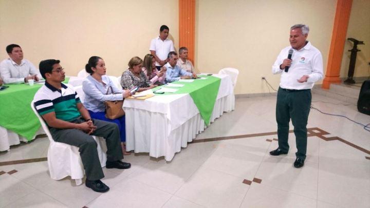 El alcalde de Santa Ana, Manabí, diserta sobre un proyecto de ordenanza para preservar la Cuenca del Río Grande de Portoviejo.