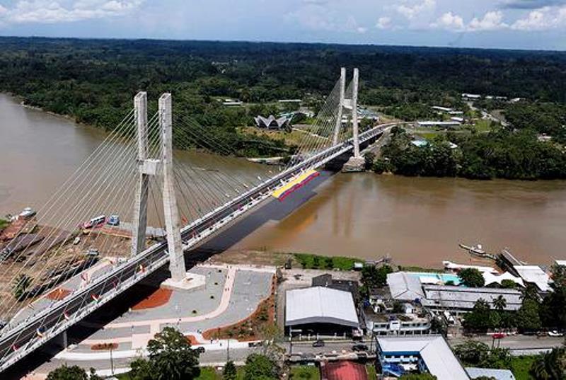 Puente moderno en la ciudad ecuatoriana Francisco de Orellana (Coca), provincia de igual nombre.