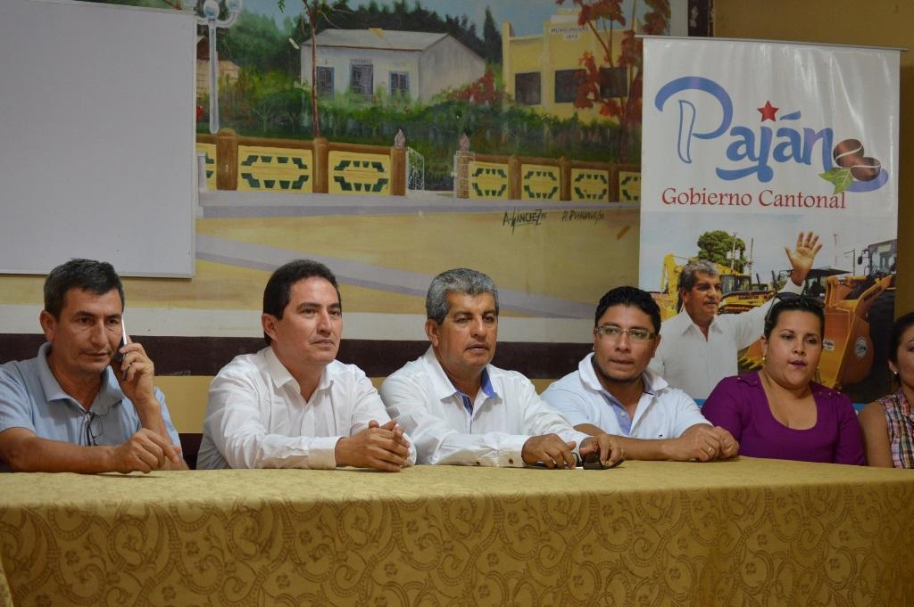 Acto en el que el Banco de Desarrollo del Ecuador anunció el primer desembolso de un crédito para que el Gobierno municipal de Paján construya una segunda potabilizadora de agua para servir a su cantón. Manabí, Ecuador.