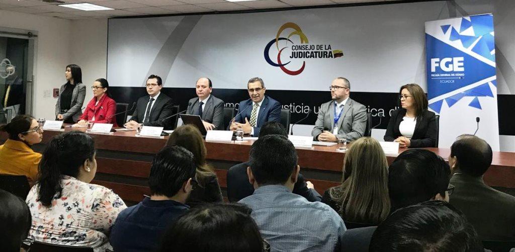 El Consejo Nacional de la Judicatura y el Fiscal General del Estado, anunciando la apertura de un concurso nacional de méritos para elegir nuevos fiscales. Quito, Ecuador.