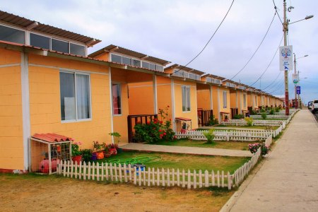 "Unidades de ""Casa para todos"" en la Urbanización Municipal Ceibo Renacer de Manta. Manabí, Ecuador."