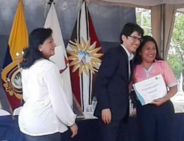 """Delegadas municipales de Montecristi reciben el certificado de que su institución es un """"Municipio Saludable"""". Manabí, Ecuador."""
