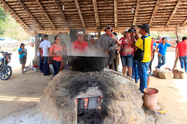 Así se elabora panela en el sector rural de Pacoche, Manta.