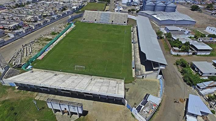 El Estadio Jocay de Manta, sin las gradas del lado este. Manabí, Ecuador.