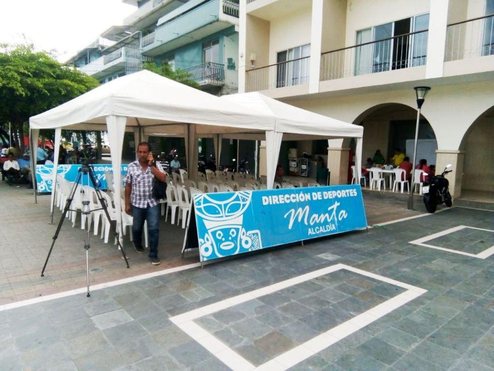 Lugar de inscripción para los cursos deportivos vacacionales 2018 del Municipio de Manta. Manabí, Ecuador.