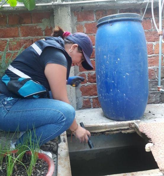 Inspecciona los depósitos de agua para consumo humano.