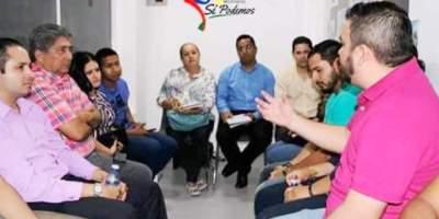 Reunión de líderes del Movimiento Político Sí Podemos con jóvenes adherentes a su proyecto. Manabí, Ecuador.
