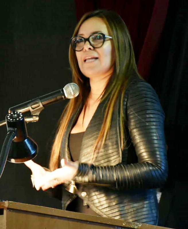 Lady Zúñiga, de la Secretaría Técnica de Prevención del Consumo de Drogas. Expone en el Congreso Internacional de Innovación y Productividad, en la ULEAM de Manta. Manabí, Ecuador.