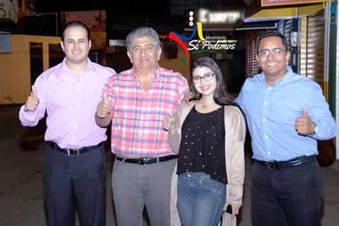 Mauricio Becerra, Jaime Estrada Bonilla, Gabriela Cedeño y Hernán Salcedo Loor, posando en la sede cantonal de Manta de Sí Podemos. Manabí, Ecuador.