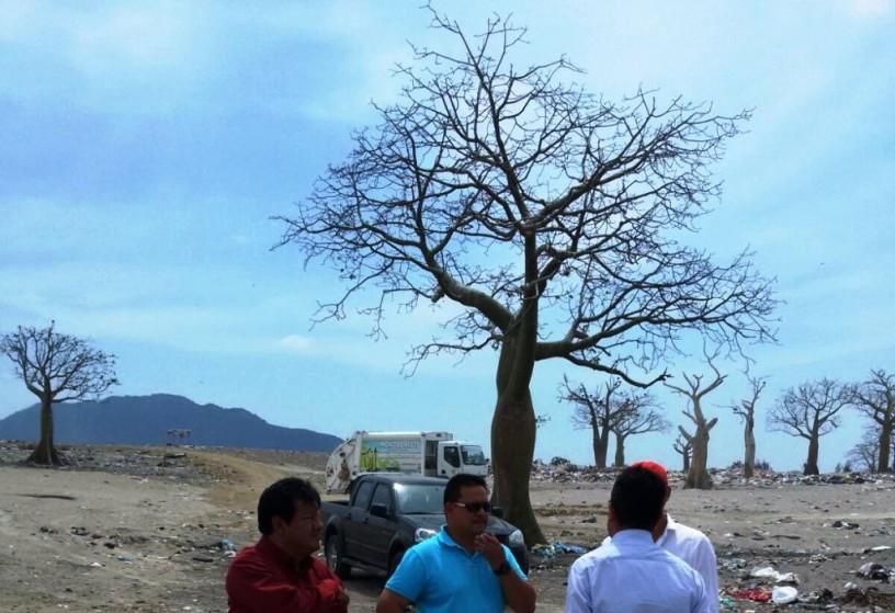 """Espacio de tierra donde se construirá una """"celda emergente"""" para la basura de Montecristi, próxima a la vía Pozos de la Sabana. Manabí, Ecuador."""